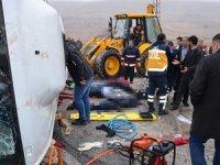 Cenaze taşıyan midibüs devrildi: 4 ölü, 15 yaralı