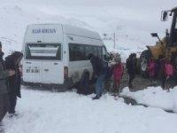 Kar ve tipide Mahsur kalan öğrenciler kurtarıldı