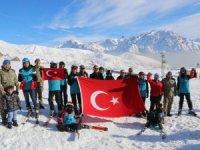 Hakkari tugayı dağ evinde kayak sezonu açıldı