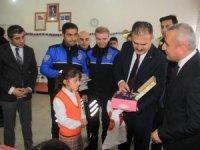 Konya'dan Hakkarili öğrencilere kışlık malzeme desteği