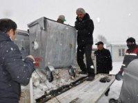 Yüksekova Belediyesine çöp konteyneri desteği