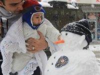 Hakkari'de kar yağışı hayatı olumsuz etkiledi