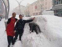 Hakkari'ye son 10 yılın en büyük kar yağışı yaşandı