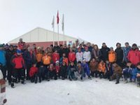 Yüksekova'da kayak yarışması yapıldı