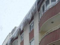 Çatıdan düşen kar kütlesi öldürdü