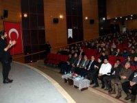 Sanatçı Yiğit Okan Hakkari'de konser verdi