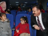 Vali Akbıyık, çocukların sevincine ortak oldu