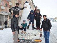 Kardan adamla şehir turu attı