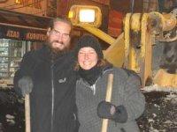 Alman çift, Yüksekova'da kar çalışması yaptı