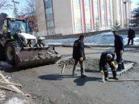 Hakkari'de tahrip olan yollar onarılıyor