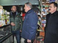 Bakan Akar'dan Yüksekova'da esnaf ziyaret