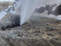 Su hattı patladı, ekipler anında müdahale etti