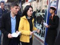 HDP seçim bürosunun açılışı için davetiye dağıttı