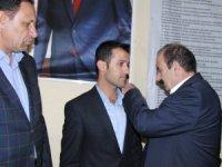 Derecik CHP Başkan adayı istifa edip Ak Parti'ye geçti