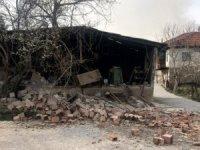 5.5 şiddetindeki depremde 30 ev yıkıldı!