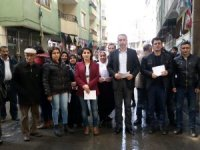 Hakkari HDP bildiri dağıttı...