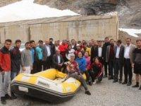 Ak Parti heyeti Cilo Rafting takımını ziyaret etti