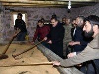 Vali Akbıyık, tarihi değirmende incelemelerde bulundu