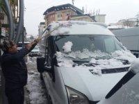 Hakkari'de kar yağışı yerini yağmura bıraktı
