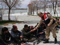 İki araçta 69 kaçak göçmen yakalandı