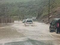 Hakkari-Çukurca karayolu sel suları altında kaldı
