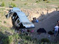 Araç sulama kanalına uçtu: 2 ölü, 3 yaralı