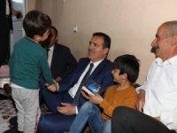 Vali Akbıyık. Demiryent ailesinin iftar sofrasına konuk oldu