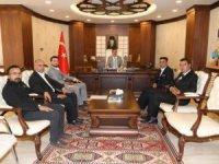 Yerel gazete temsilcileri Vali Akbıyık'ı ziyaret etti