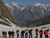 Sat göllerine ve dağlarına yılın ilk tırmanışı yapıldı