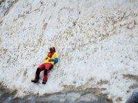 Karlı dağlara yürüyüş gerçekleştirdi