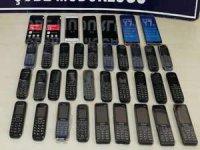 36 kaçak cep telefonu ele geçirildi