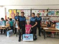 Hakkari polisi öğrencileri unutmadı