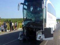 otobüs ve minibüs çarpıştı: 6 ölü, 8 yaralı