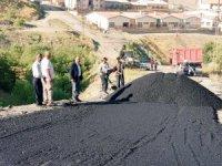 Belediye yukarı merzan mahallesi yollarını onarıyor