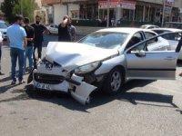 Düğüne giden aile kaza yaptı: 6 yaralı