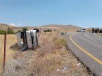 Kaçak göçmenleri taşıyan minibüs takla attı: 8 yaralı