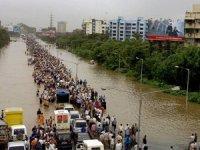 Sel ve toprak kaymasında yüzlerce ölü...