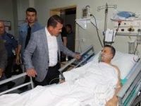 Vali Akbıyık, tedavi gören polisleri ziyaret etti