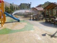 Hakkari 15 Temmuz parkı tazyikli suyla yıkandı