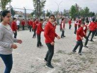Öğrenciler yeni eğitim yılına dansla başladı