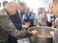 Hakkari polisi 3 bin kişiye aşure dağıttı