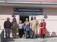 Tuğgeneral Özfidan engelliler derneğini ziyaret etti