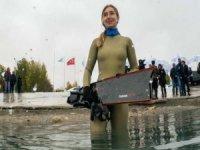 Şahika Ercümen Van Gölü'ne daldı