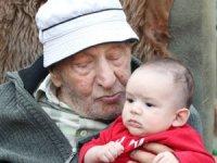 79 torunu olan yaşlıya doğum günü sürprizi