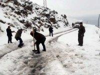 Beytüşşebap'da kar yağışı etkili oluyor