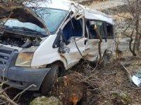 Hakkari'de trafik kazası 2 ölü, çok sayıda yaralı var