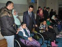 Engellilere tekerlekli sandalye dağıtıldı...