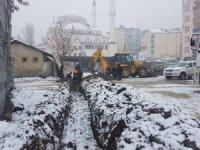 Hakkari'de kar altında su arıza çalışması
