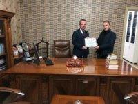 Başkan Aydoğdu 'dan Av. Kaya' ya teşekkür belgesi