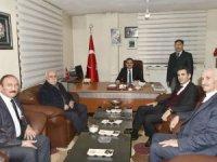 Vali Akbıyık'tan kanaat önderi Yoldaş'a ziyaret